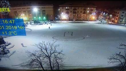 Фотофакт: на площади в Бобруйске на снегу вытоптали гигантский гриб