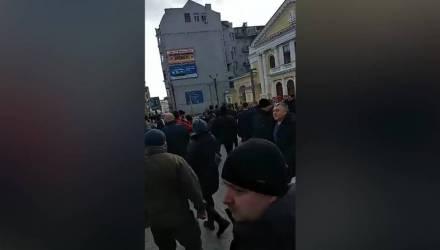 """""""Да пошёл ты!"""" В Харькове мужчина послал Порошенко на глазах у толпы — видео"""