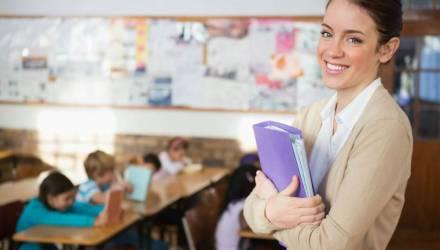 Для педагогов, профессоров и преподавателей ввели надбавки. За какую работу можно получить прибавку