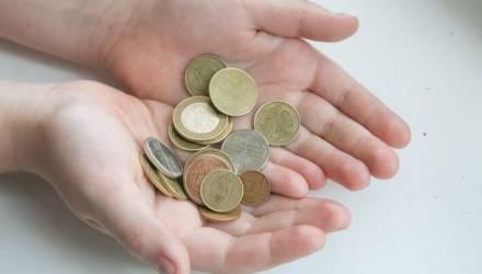 Стало известно, насколько снизились зарплаты и пенсии белорусов