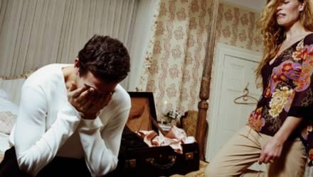«Не жалейте его». Психолог о том, как помочь своему мужчине, если тот потерял и не может найти работу