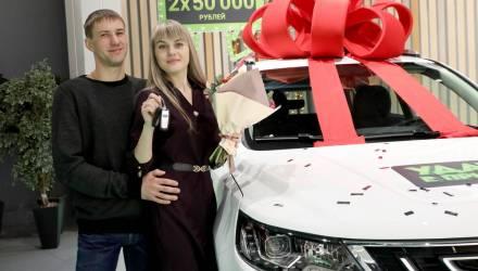 На Гомельщине начальник отдела райисполкома выиграла 50 тысяч, а девушка-кассир – внедорожник