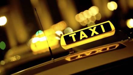 В Речице молодой человек вскрыл два авто, а затем на заправке повздорил с таксистами. На том и погорел