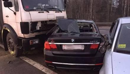 На гомельской трассе под Пуховичами массовое ДТП – столкнулись 11 машин, пострадала девушка