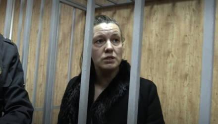Мама девочки-маугли призналась, что оставила дочь на три дня ради любовника