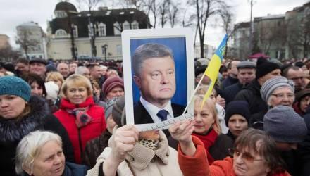 Порошенко призвали покаяться на коленях перед украинцами