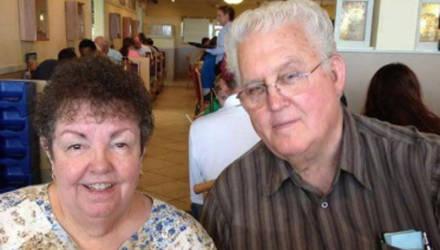 Супруги не расставались 56 лет и умерли в один день, держась за руки