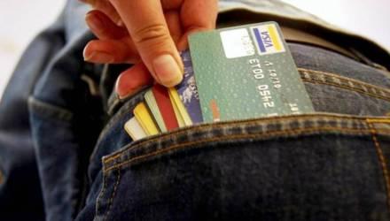 С банковских карт двух речичан похищено почти 800 рублей