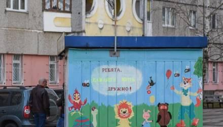 Двор двору рознь: как в Гомеле жители Речицкого проспекта детские площадки восстанавливают