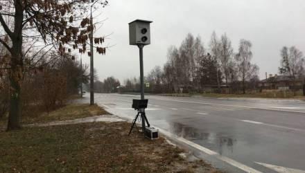 Молодого водителя приговорили к крупному штрафу за уничтожение камеры фотофиксации на гомельской трассе
