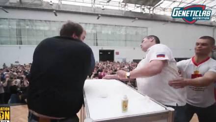 Видеофакт: финальный удар на чемпионате по пощёчинам в Красноярске