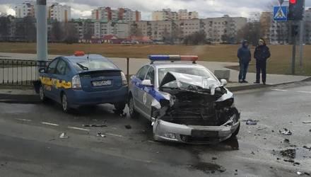 В Сети появилось видео столкновения белорусского такси и автомобиля ГАИ в областном центре