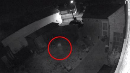 Семья увидела запись с камеры и осталась в ужасе, осознав, кто смеялся в их доме