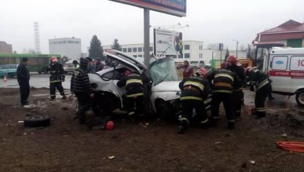 Появилось видео смертельной аварии в Светлогорске, где легковушку накрутило на столб