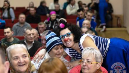 Гомельские байкеры и их друзья в Дуяновском доме-интернате устроили настоящий праздник: с концертом, юмором и подарками