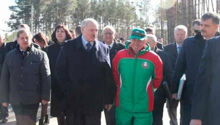 «Мозгов у вас нет!» Лукашенко обрушился с критикой на министра спорта