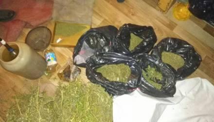 В Речице задержали автовора с навыками наркодилера. Изъято 11 кг марихуаны