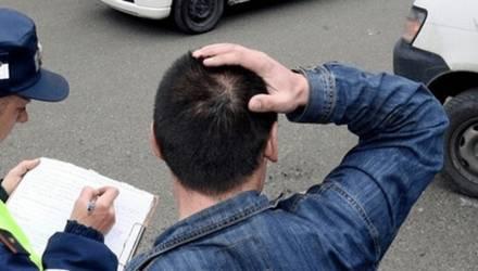 На Гомельщине один водитель пытался дать взятку сотруднику ГАИ, а второго уже приговорили к году колонии
