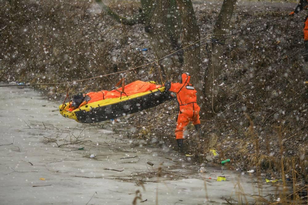 В Гомеле сотрудники МЧС тренировались спасать людей в условиях паводка