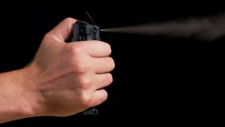 Мужчина распылил перцовый газ гомельчанке в лицо за то, что она подрезала его на дороге