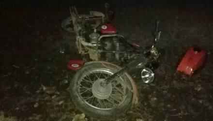 Под Жлобином молодой человек на мотоцикле врезался в дорожный знак и пострадал