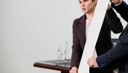 Фотофакт. Как выглядит бюллетень-рекордсмен для голосования на выборах президента Украины