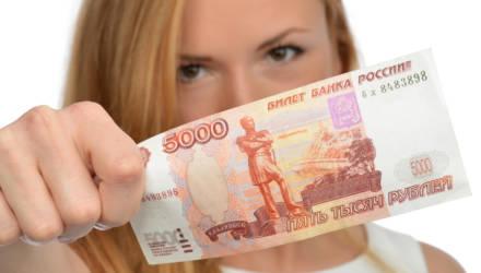 На гомельском ж/д вокзале две девушки познакомились с мужчиной, который приехал с заработков в РФ. Последний недосчитался 5000 рос. рублей