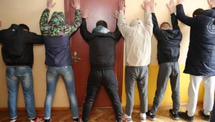 В Гомеле милиционеры задержали сразу 6 курьеров магазина наркотиков – видео