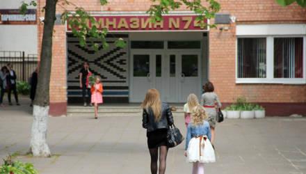"""Лукашенко назвал """"чудесами"""" решение Минобра ввести штат охранников в школах"""
