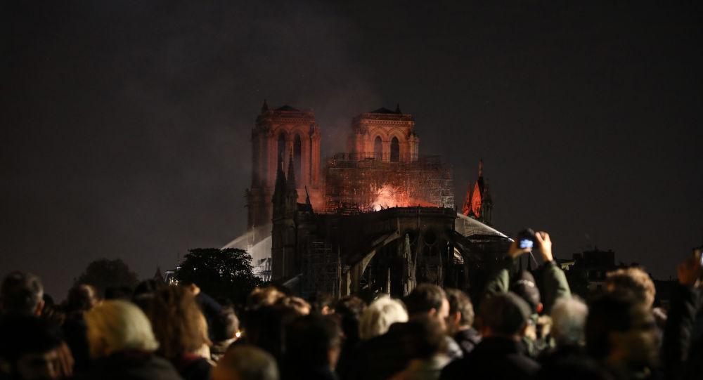 пожар-париж
