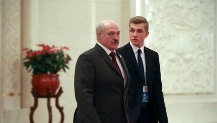 Стильно, молодежно: Николай Лукашенко сменил имидж
