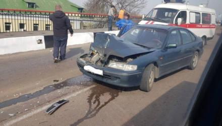 В Гомеле на Сельмашевском мосту Honda врезалась в автобус