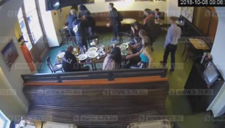 СМИ опубликовали полное видео драки с участием Кокорина и Мамаева