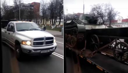 Суровый видеофакт: в Гомеле пикап перевозил танк