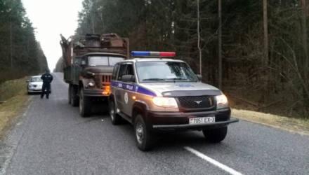 На Гомельщине 24-летнего парня за рулём грузовика с чёрным металлом задерживали со стрельбой