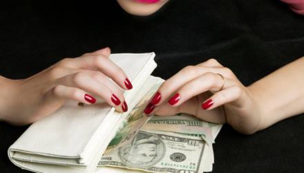 Гомельчанку, обокравшую бабушку в Берёзе на $2000, нашли по ДНК