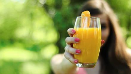 Женщина три недели питалась фруктовым соком и повредила себе мозг