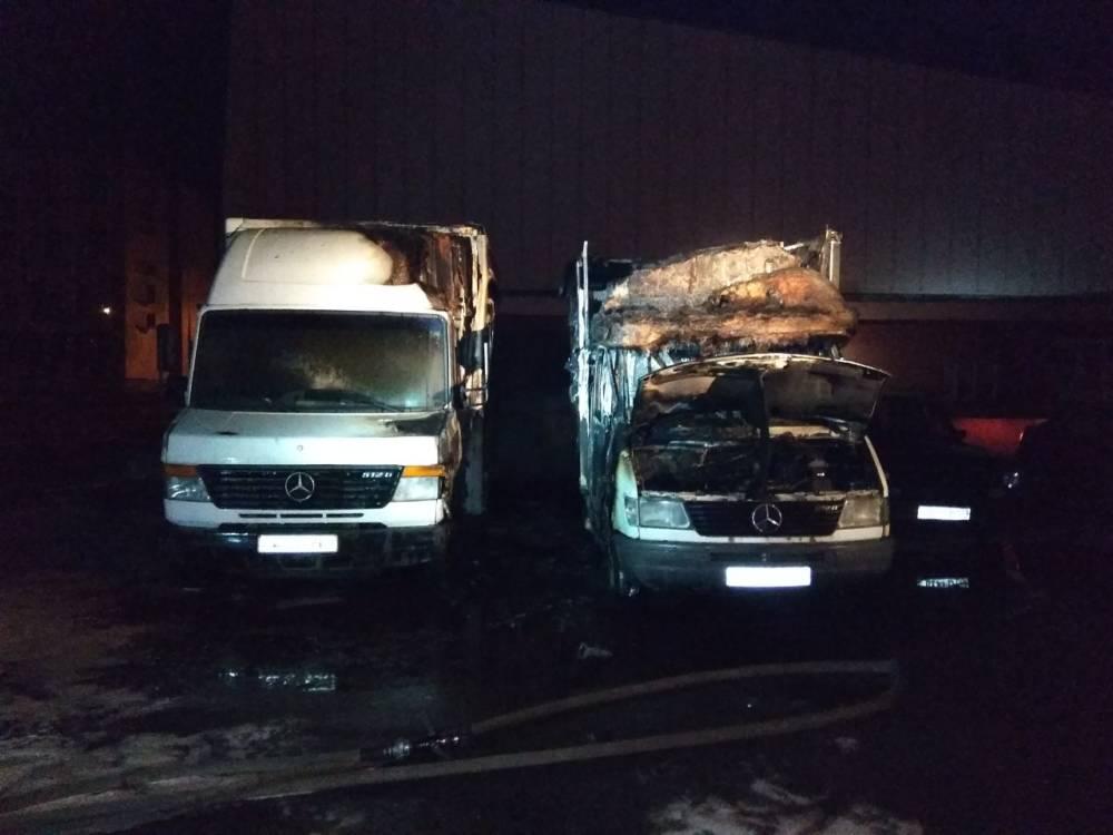 Гомель в огне. Спасатели подозревают поджог двух домов и двух грузовых Mercedes в областном центре
