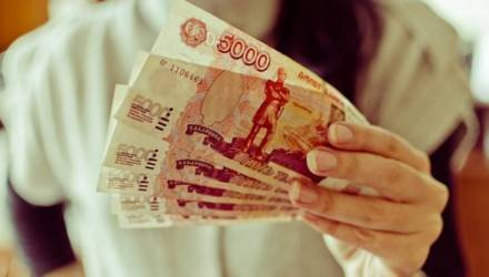 На Гомельщине мужчина пригласил в дом приятельницу, а та вытащила из куртки 5000 российских рублей