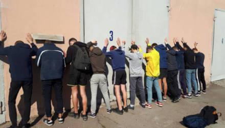 Опубликовано видео драки и задержания футбольных фанатов в Гомеле