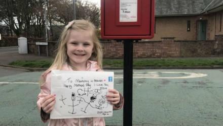 4-летняя девочка написала маме на небо, и почтальон принёс ей трогательный ответ
