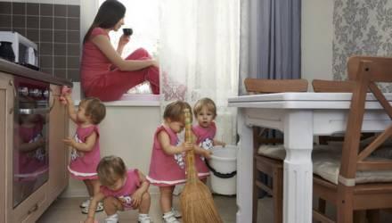В Беларуси могут изменить начисление пенсионного стажа многодетным мамам