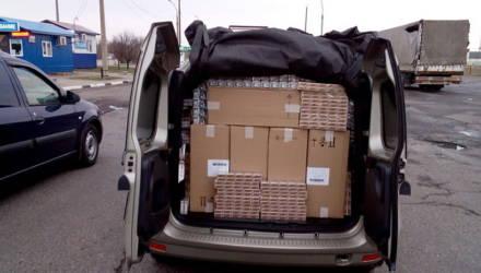 В Добрушском районе госавтоинспекторы задержали около 30 тысяч пачек нелегальных сигарет в двух авто
