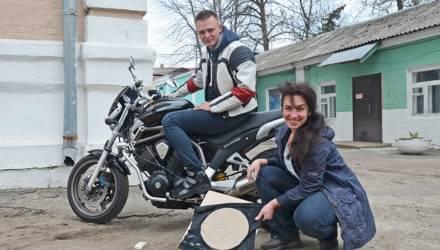 Расписаться колесом. Гомельская керамистка предлагает вело– и мотолюбителям оставить свой след на глине