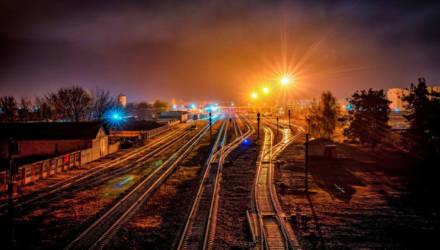 В Светлогорске мужчину, который шёл через пути и разговаривал по телефону, переехало поездом - он погиб