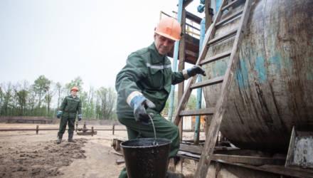 """""""Это сотни миллионов долларов"""". Лукашенко рассказал, как на Гомельщине ядовитая нефть разъедает трубу"""