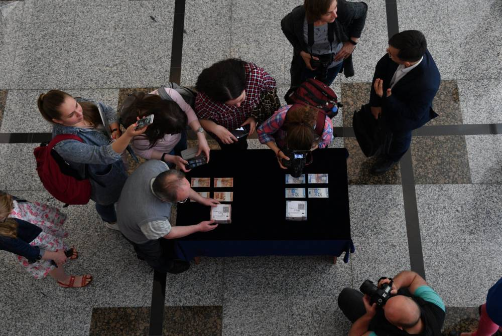 Новые купюры продемонстрировали журналистам в хранилище Нацбанка