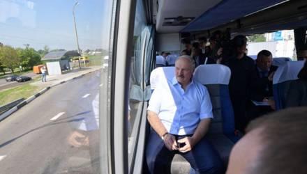 Дорогу не перекрывали. Посмотрите, с какой охраной возили Лукашенко в автобусе по МКАД