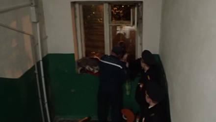 Гомельские пожарные опубликовали разговор с маленькой девочкой, которая спасла спящую в квартире мать