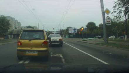 """""""Что он делает?! Охренеть!"""" Манёвр дерзкого Daewoo Matiz в Гомеле ввёл в ступор водителей (видео)"""
